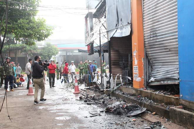 NÓNG: Bắt khẩn cấp nghi phạm đốt cửa hàng hoa làm 2 cô gái tử vong - 1