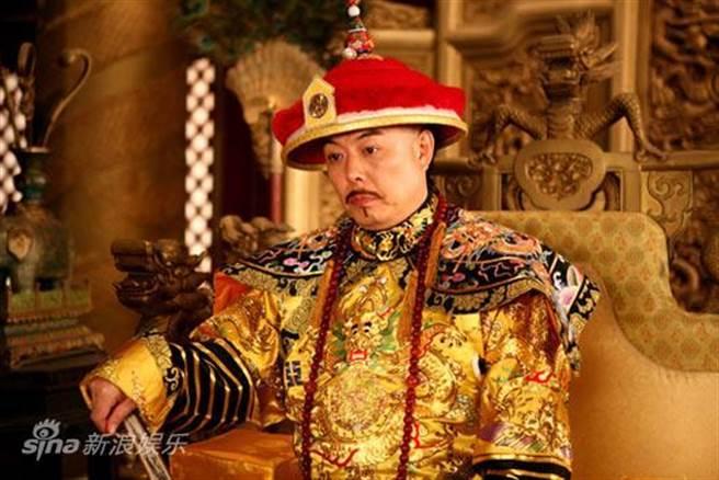 Ngắm hoàng bào 4 tỷ đồng của hoàng đế Trung Quốc Càn Long - 1