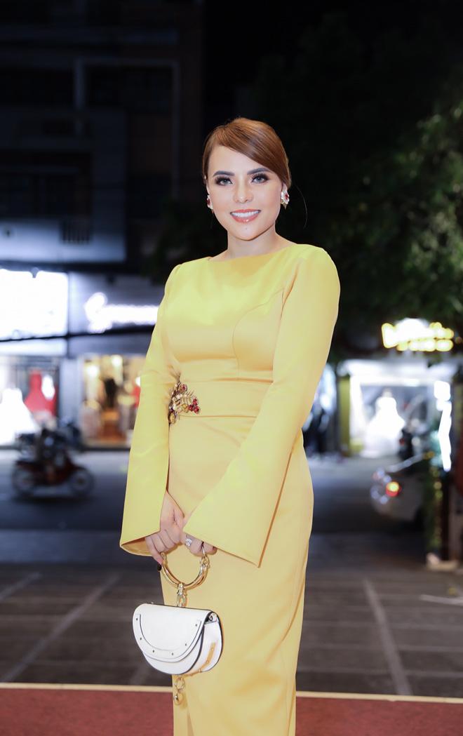 """HLV The Face 2018 Võ Hoàng Yến """"càn quét"""" sàn catwalk trong thiết kế đặc sắc của Mai Phương Trang - 1"""
