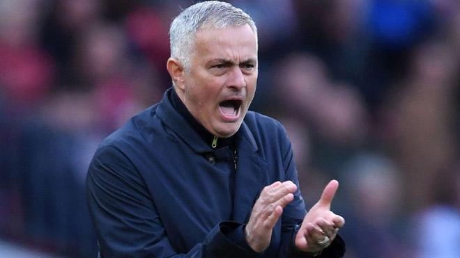 MU bơm tiền Mourinho mua sắm mùa đông: Vá hàng thủ gấp - 1