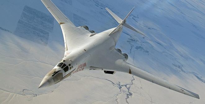 Đang tập trận cực lớn, NATO hoảng hồn vì hai máy bay ném bom Nga - 1