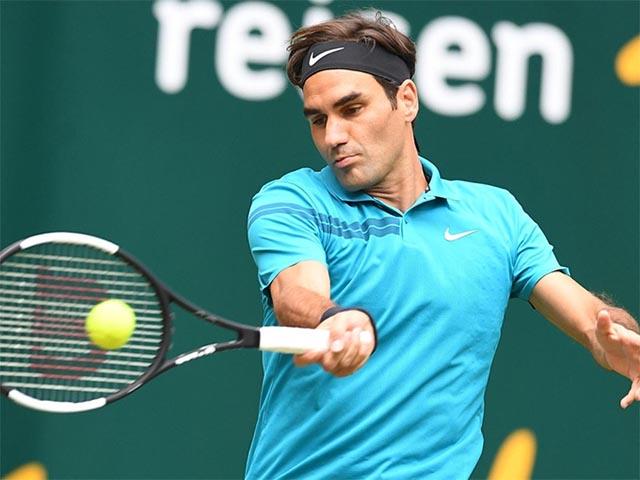 """Đỉnh cao Federer: Cứu bóng như Nadal, lốp bóng đối thủ """"khóc thét"""""""
