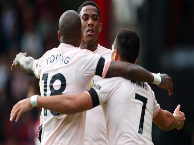 """MU hưởng lợi: Sanchez """"chơi tay"""" kiến tạo, Martial 5 bàn/4 trận"""