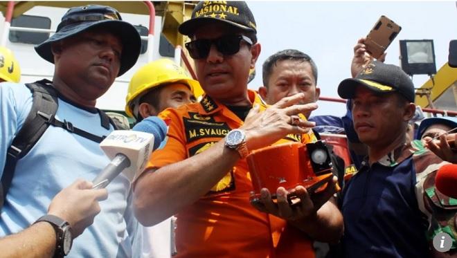 Vết trên hộp đen tiết lộ điều đáng sợ về cú rơi của máy bay Indonesia - 1