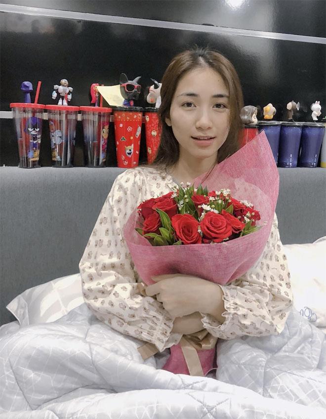 Hòa Minzy được bạn trai thiếu gia quan tâm, Công Phượng bị đồn có tình mới - 1