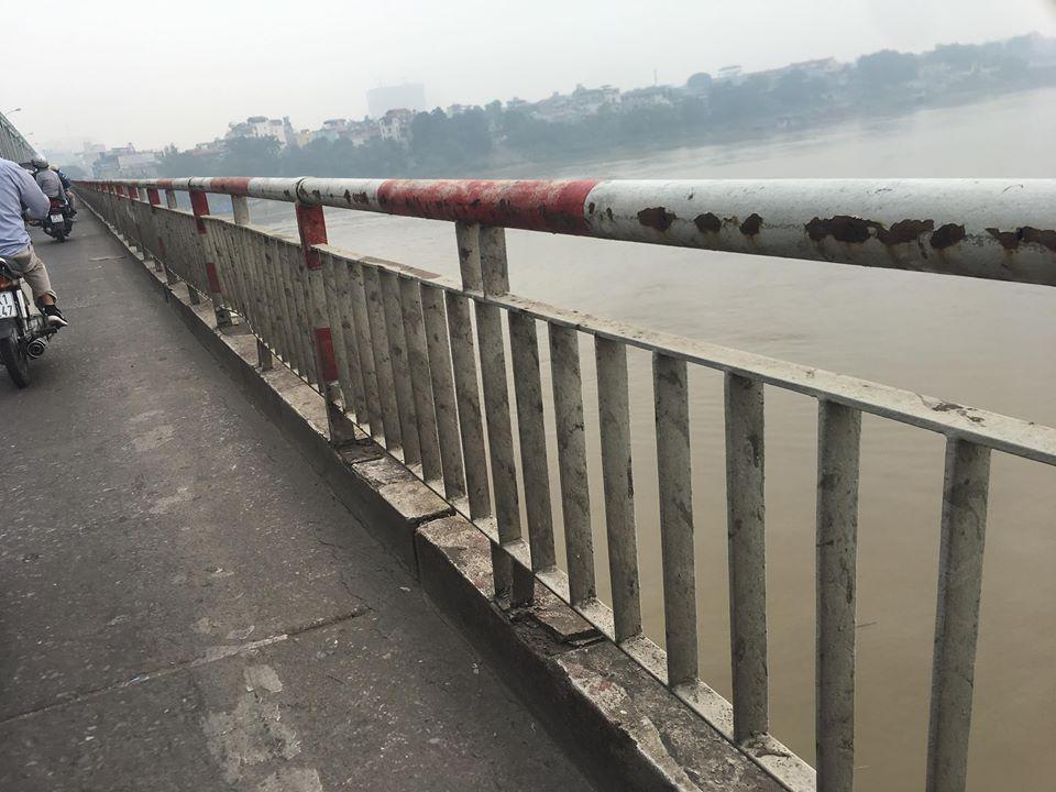 Cầu Chương Dương: Nguy hiểm chết người rình rập nơi làn hỗn hợp - 1