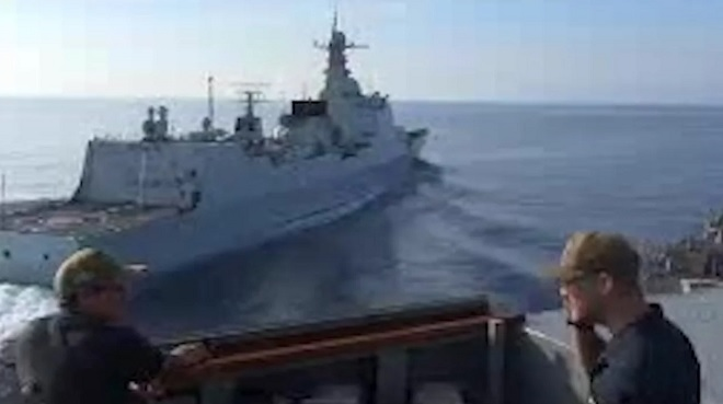 Công bố video tàu TQ áp sát nguy hiểm tàu chiến Mỹ ở Biển Đông - 1