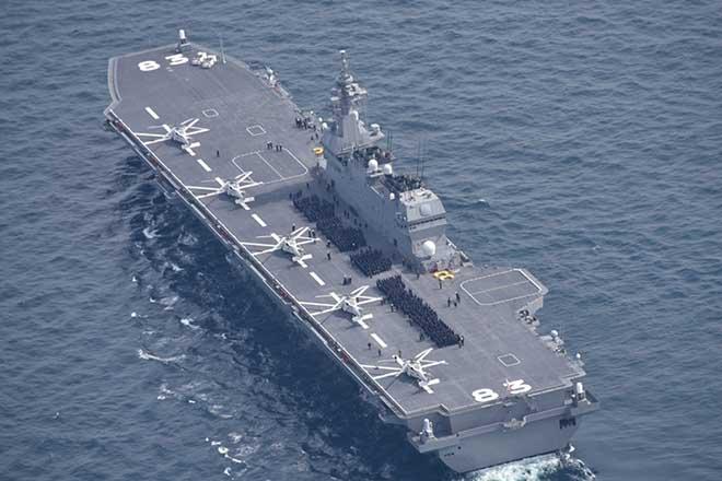 Phản ứng khác lạ của tàu TQ khi thấy tàu sân bay trực thăng Nhật ở Biển Đông - 1