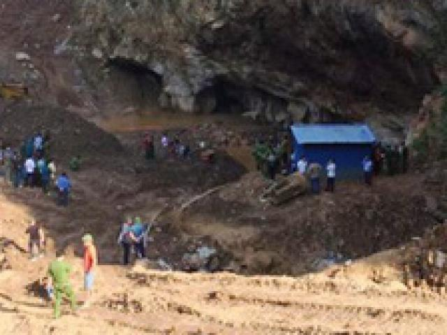 Công an, quân đội tìm kiếm 2 phu vàng mắc kẹt trong hang suốt đêm