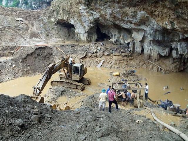Hiện trường tìm kiếm 2 phu vàng bị mắc kẹt trong hang sâu hơn 100m