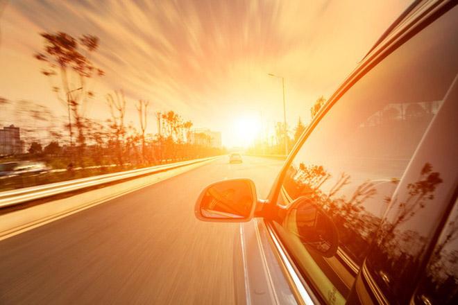 Cách giảm nhiệt độ khoang lái khi đậu xe dưới trời nắng - 1
