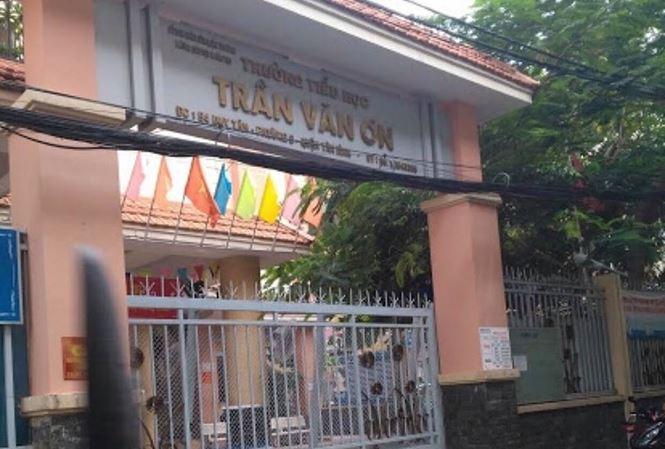 Cô giáo tiểu học ở Sài Gòn bắt học sinh tự tát 32 cái vào mặt - 1