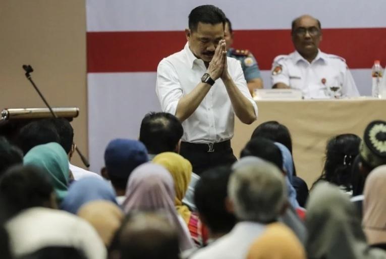 Rơi máy bay Indonesia: Hành động kỳ lạ của chủ hãng - 1