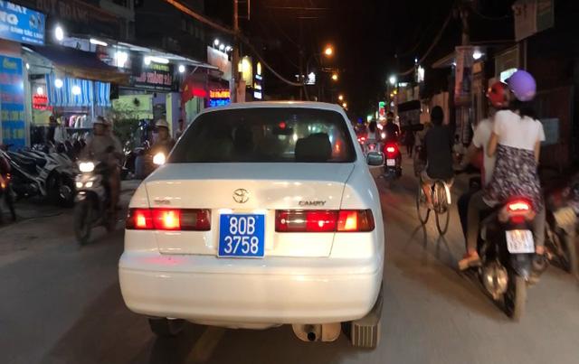 Diễn biến đầy bất ngờ vụ tài xế phóng ô tô biển xanh 80B giả trên phố Sài Gòn - 1