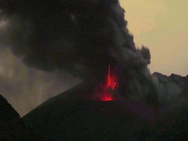 Điều gì ẩn sau hiện tượng sấm sét được tạo ra từ núi lửa phun trào?