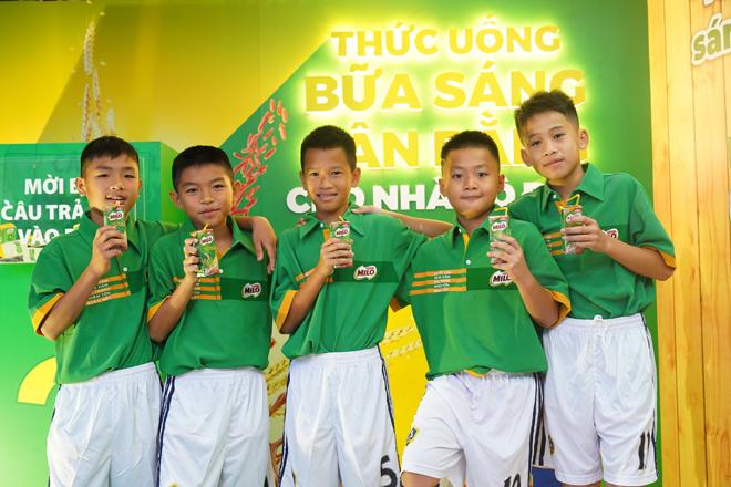 5 cầu thủ nhí Việt Nam tập huấn tại Barcelona: Câu chuyện đằng sau niềm đam mê lớn - 1
