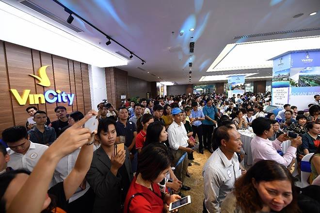 Hàng nghìn khách hàng chen chân đặt cọc VinCity Ocean Park - 1