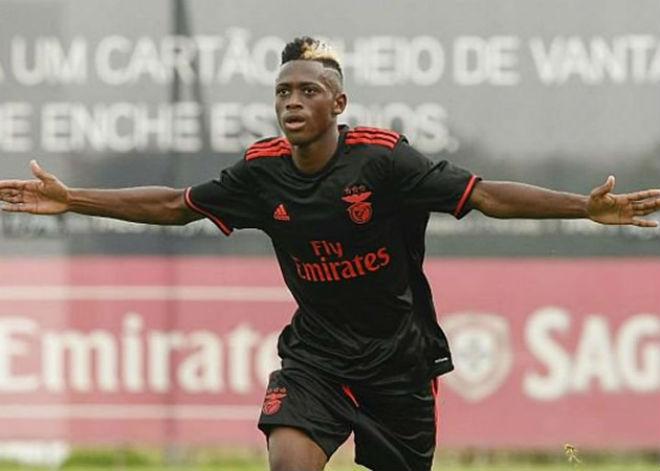 Tin HOT bóng đá tối 6/11: MU - Mourinho quyết mua Ronaldo 15 tuổi - 1