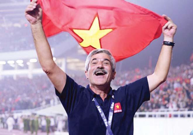 Khoảnh khắc vàng AFF Cup: Phù thủy Calisto & áp lực cho thầy Park - 1