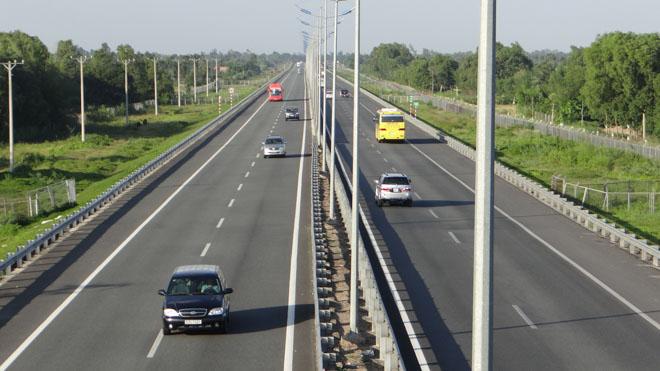 Những lưu ý đặc biệt quan trọng khi lái xe trên cao tốc để hạn chế rủi ro - 1