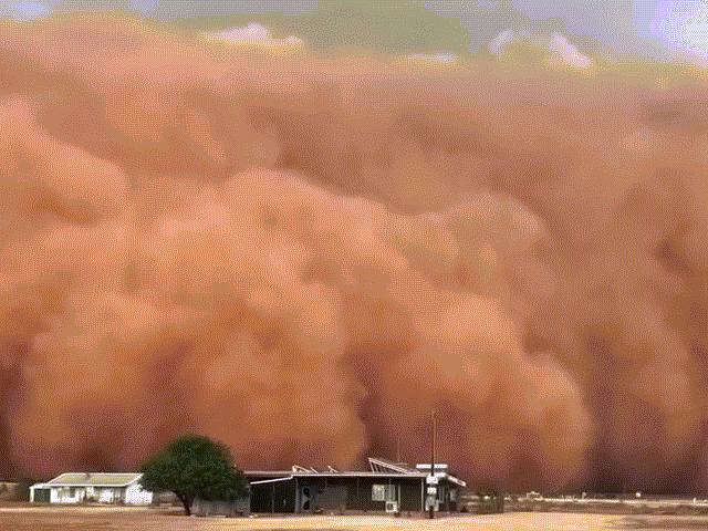 """Bão cát khổng lồ cao hàng chục mét """"nuốt chửng"""" cả một thị trấn ở Australia"""