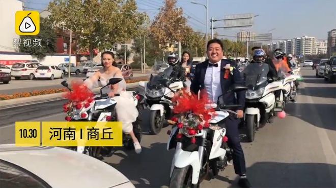 """Màn rước dâu """"bá đạo"""", cô dâu tự điều khiển xe mô tô phân khối lớn - 1"""