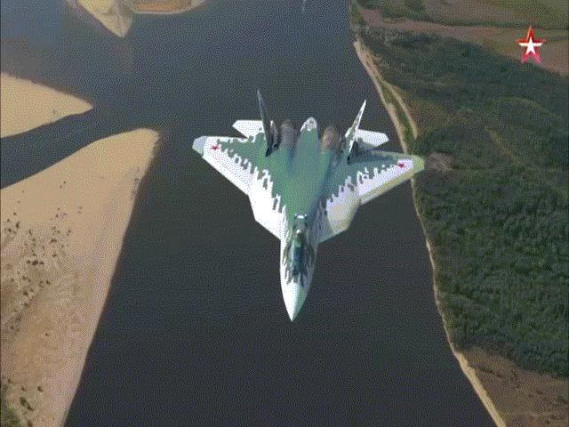 Mãn nhãn cận cảnh tiêm kích tàng hình thế hệ 5 Su-57 của Nga