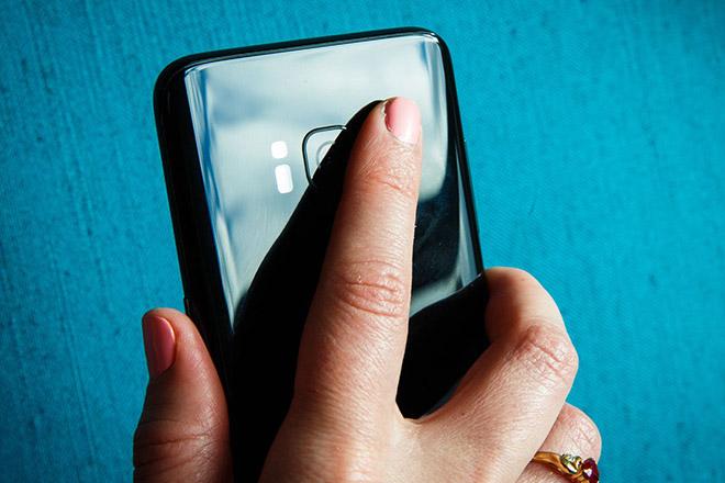 Điện thoại tầm trung Samsung sẽ có cảm biến vân tay siêu âm dưới màn hình - 1