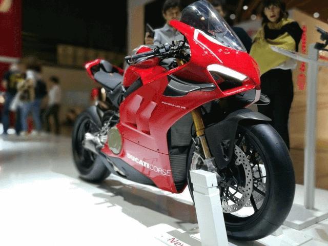 Choáng ngợp 2019 Ducati Panigale V4R giá tiền tỷ tại EICMA 2018