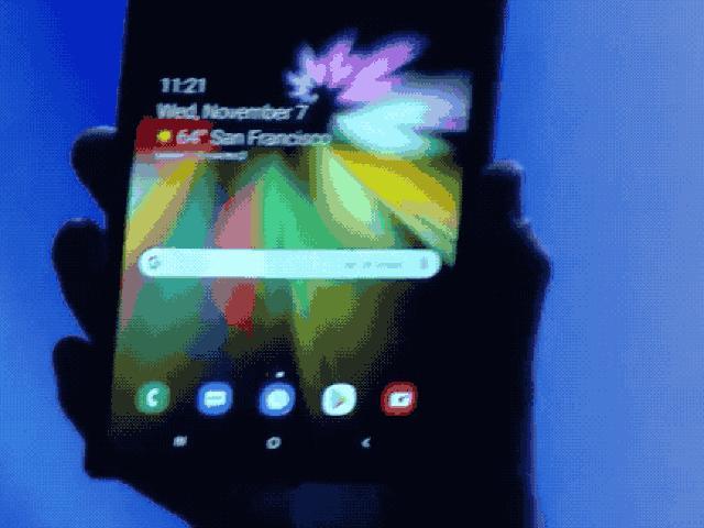 """Video: Smartphone gập của Samsung khiến các đối thủ """"mất ngủ"""""""