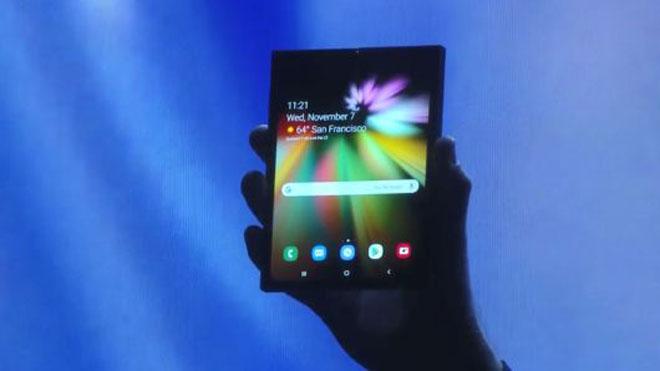 Samsung trình diễn smartphone màn hình gấp: Và đây là lời đáp trả của Google - 1