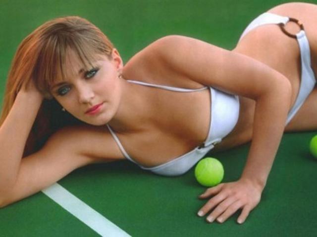 Nữ tay vợt tennis tuyệt đẹp và đêm ác mộng bị 5 tên cướp trói chặt