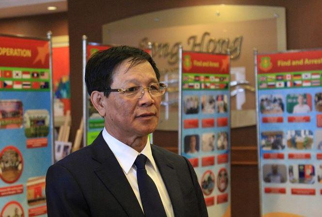 Cảnh sát áp giải cựu Trung tướng Phan Văn Vĩnh về trại giam - 1