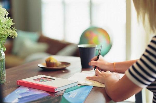 4 món đồ thường thấy trên bàn làm việc của nàng công sở hiện đại - 1