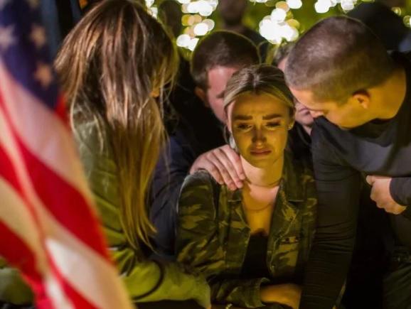 """Lời nhắn """"lạnh gáy"""" của nghi phạm xả súng giết 12 người ở California - 1"""