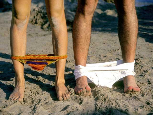 Phải khỏa thân hoàn toàn mới có thể đặt chân tới những bãi biển kỳ lạ này