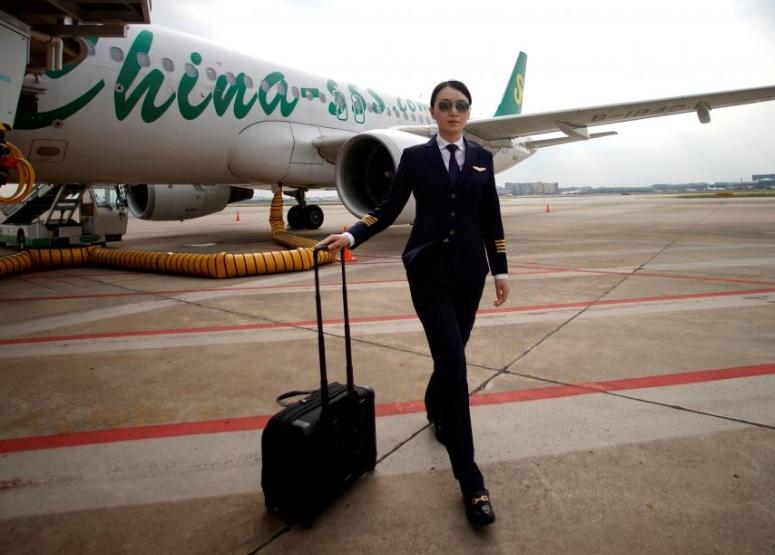 Nữ phi công ở Trung Quốc: Nghề hot nhưng khó được tuyển nhất thế giới - 1