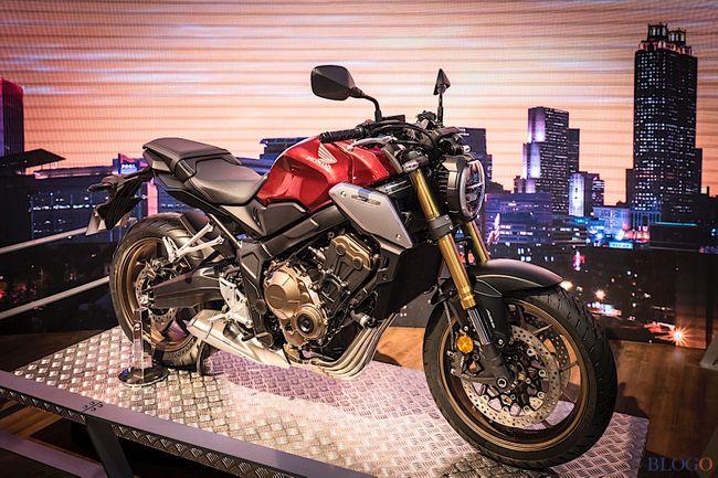 2019 Honda CB650R xuất hiện tại EICMA 2018 với phong cách Neo Sport Café (Café thể thao kiểu mới) và nhiều cải tiến về chức năng đem tới lựa chọn mới hấp dẫn hơn phiên bản CB650F.