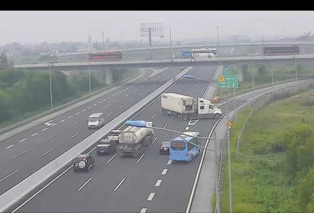 Tài xế container quay ngược chiều trên cao tốc đối diện mức phạt nào? - 1