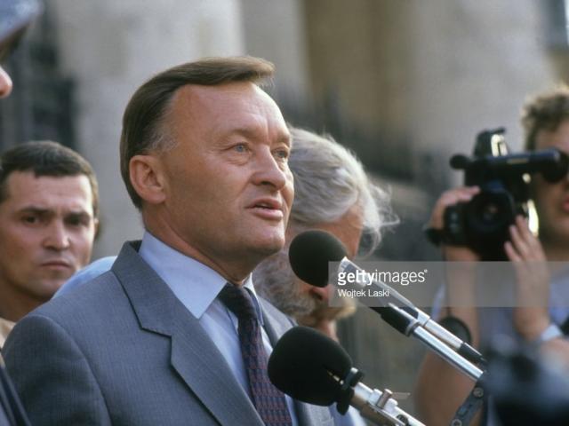 """Tướng KGB """"lật mặt"""": Tham vọng leo cao, vướng """"kỳ phùng địch thủ"""""""