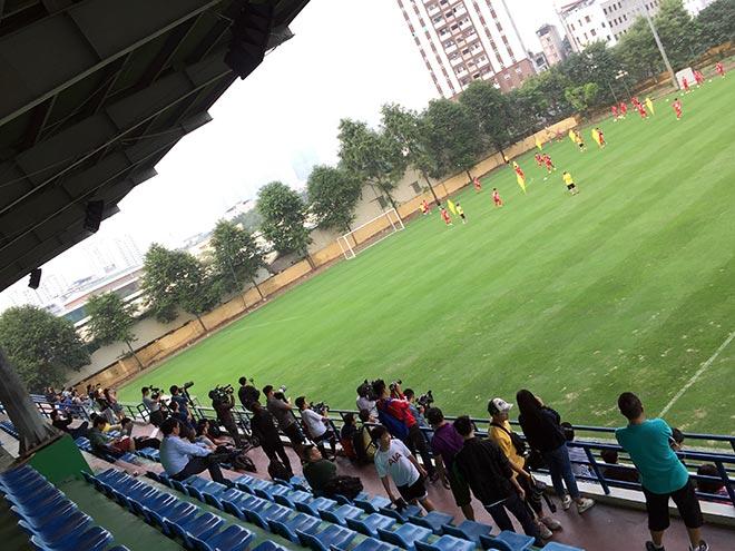 HLV Park Hang Seo toát mồ hôi thoát vòng vây fan cuồng nhiệt - 1