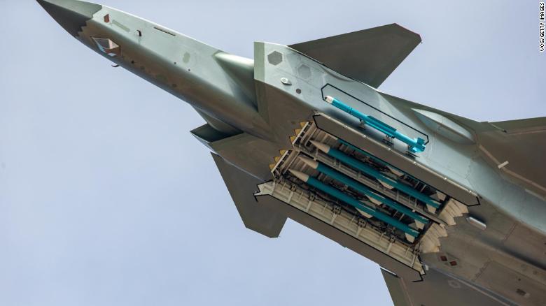 Tiêm kích tàng hình J-20 Trung Quốc lần đầu khoe tên lửa dưới bụng - 1