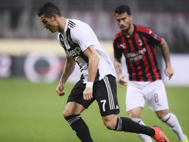 """Ronaldo quá đỏ đá bồi hạ Milan: 101 bàn nhấn chìm """"thánh địa"""" San Siro"""