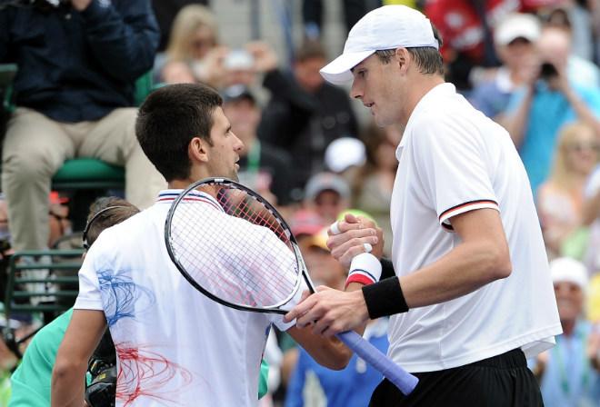 """ATP Finals ngày 2: Djokovic coi chừng """"gã khổng lồ"""" John Isner - 1"""