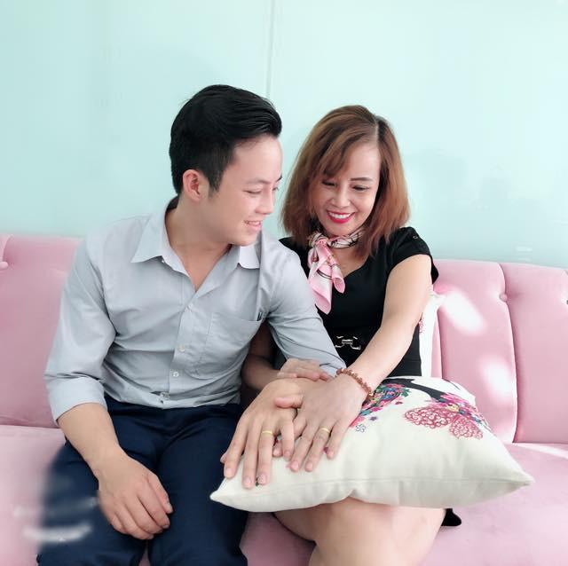Cô dâu 62 tuổi: 'Càng hằn học càng vui, càng nhiều người theo dõi' - 1