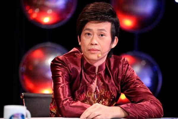 Giàu hiếm ai bằng nhưng Hoài Linh vẫn chỉ mặc áo thun bình dân - 1