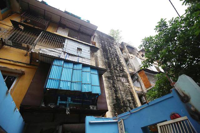 """Hình ảnh phá dỡ chung cư khiến nhiều người """"lạnh gáy"""" trên đất vàng Thủ đô - 1"""