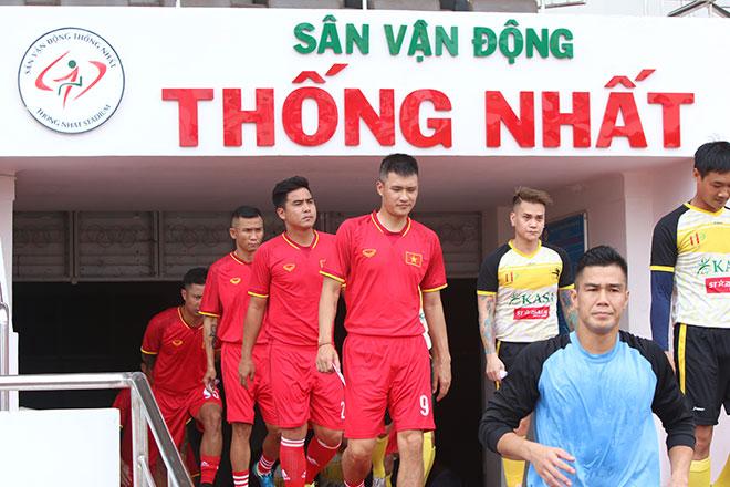 Người hùng ĐT Việt Nam vô địch AFF Cup chơi bóng như thời đỉnh cao - 1
