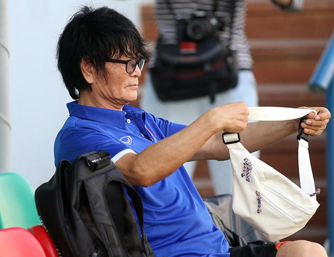 """""""Busquets"""" của ĐT Việt Nam được """"thần y"""" của Park Ji Sung chữa trị - 1"""