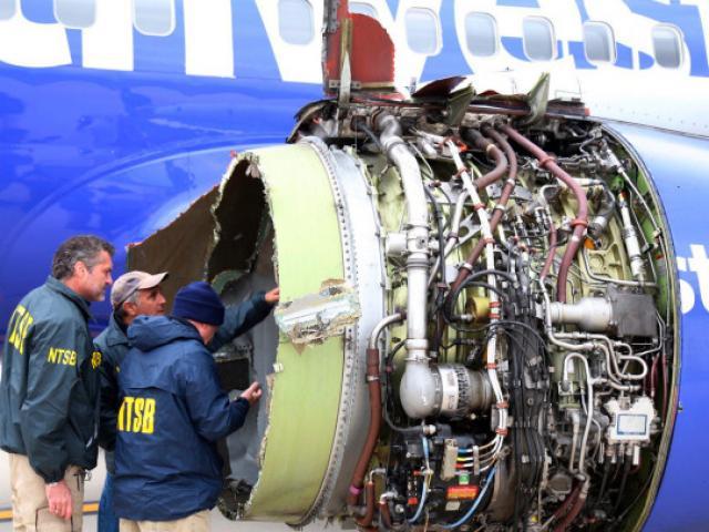 Vụ khách bị hút ra cửa sổ máy bay Mỹ: Tiếp viên kể chi tiết rợn người